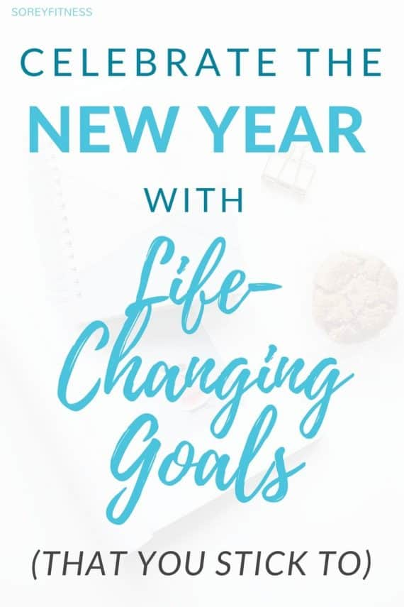 How to set goals instead of New Year's Resolutions for your best year ever! Goal setting tips and 7 ways to stay motivated to change your life! #goals #newyears
