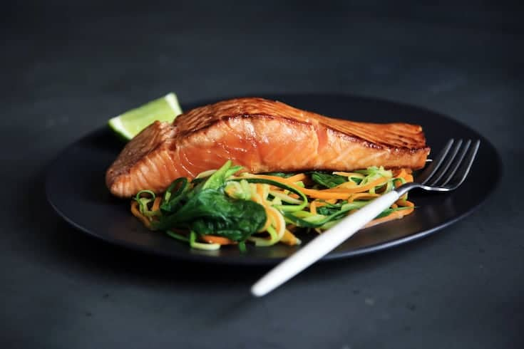 131 diet meal plan includes salmon, healthy fats and vegetables