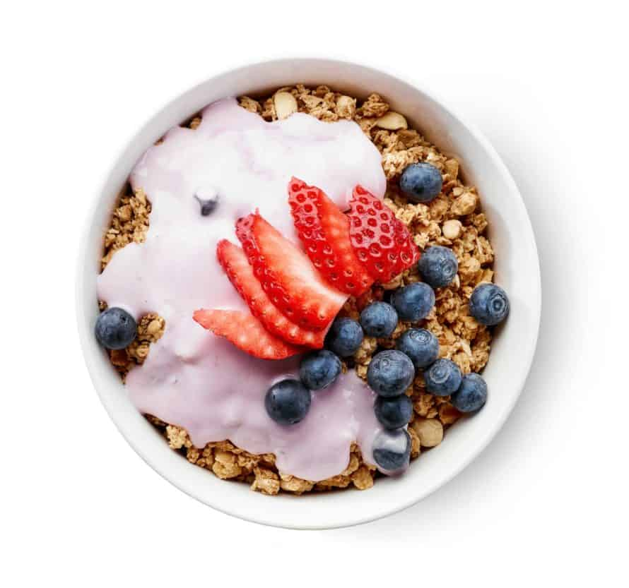 Healthy bowl of oats and berries are a great Noom Breakfast